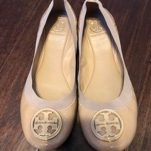 Tory Burch Sandals size 10 Nude patent with emblem
